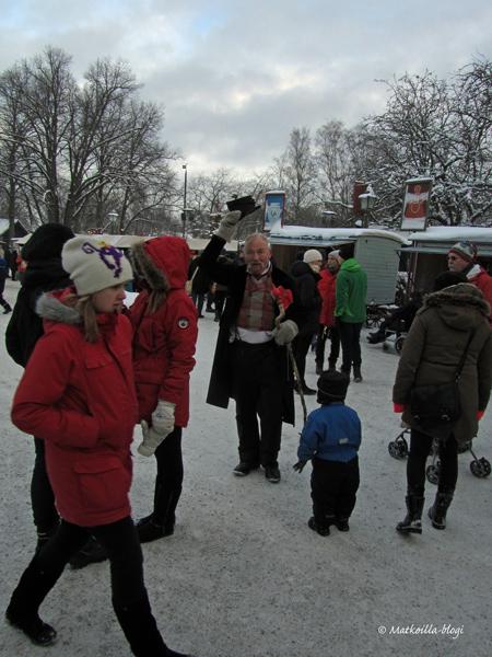 Liekö ollut itse Arthur Hazelius joka toivotti tervetulleeksi joulumarkkinoille? Kuva: © Matkoilla-blogi