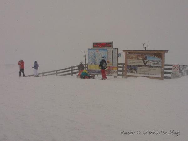 Hinterglemm, Zwölferkogelin huipulla lumipyryssä. Kuva: © Matkoilla-blogi