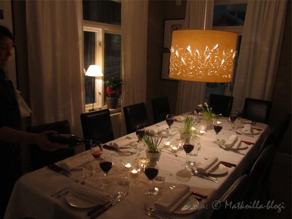Pöytä on katettu jämtlantilaista illallista varten. Kuva: © Matkoilla-blogi