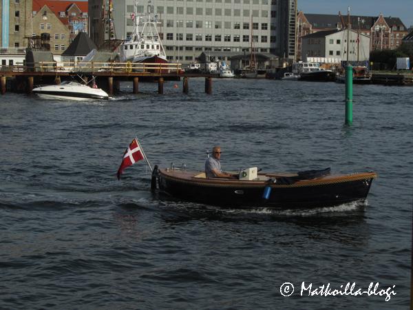 Veneilijä Kööpenhaminan satamassa. Kuva: © Matkoilla-blogi