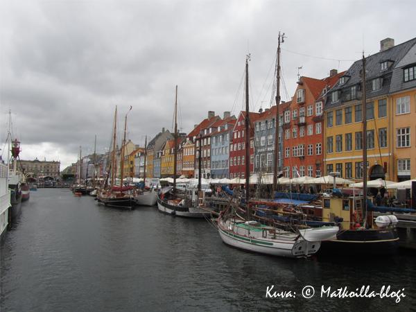 Nyhavnin varrella. Kuva: © Matkoilla-blogi