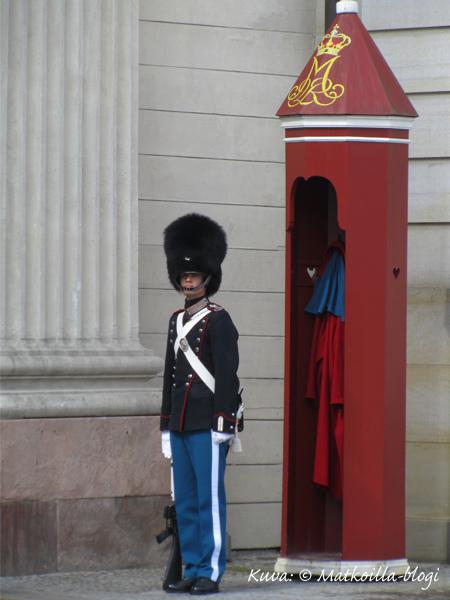 Amalienborgin vartija. Kuva: © Matkoilla-blogi