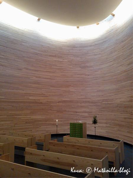 Vaikka katto onkin melko korkealle sisätila on yllättävän pieni. Kuva: © Matkoilla-blogi