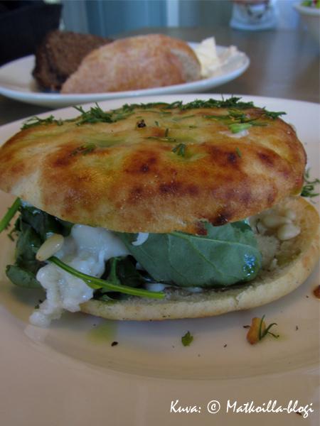 Halloumiburgeri - täysi kymppi! Kuva: © Matkoilla-blogi