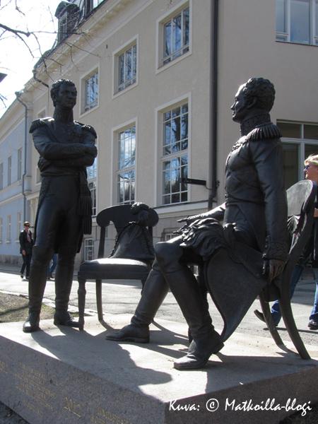 Tsaari ja herttua keskustelevat. Kuva: © Matkoilla-blogi