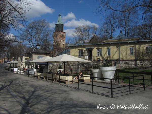 Pinella ja Pinellan pylväikkö. Kuva: © Matkoilla-blogi