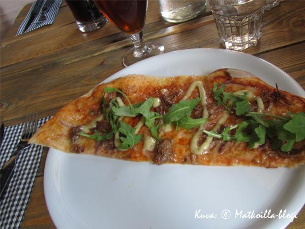 Pub Niskassa pizza on peltileipä. Kuva: © Matkoilla-blogi