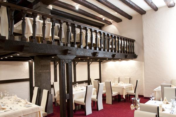 Hotellin ravintola noudattaa rustiikkia, saksalaista tyyliä. Kuva: Hotel Lohspeicher