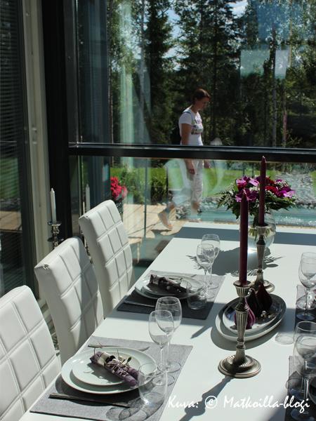 19_Omatalo_Maisema_ruokapöytä3_Kuva_c_Matkoilla_blogi