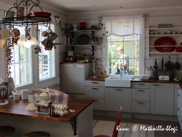 6_Aurinkorinne_keittiö_Kuva_c_Matkoilla_blogi