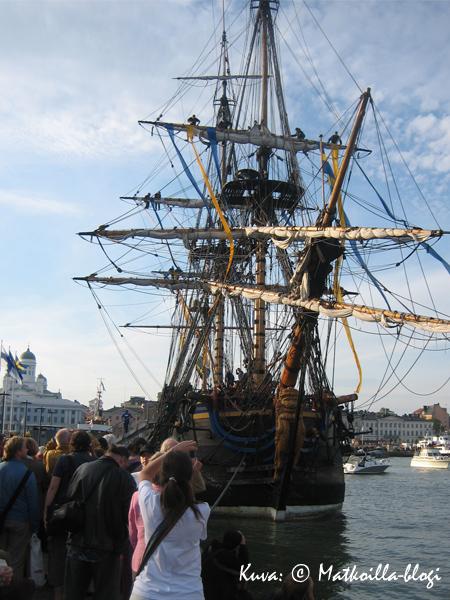 Kansaa oli tungokseen asti edellisellä kerralla kun purjelaiva Götheborg vieraili edellisen kerran Helsingissä kesällä 2008. Kuva: © Matkoilla-blogi