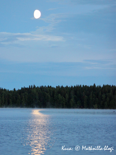 Heinäkuinen kuunsilta. Kuva: © Matkoilla-blogi