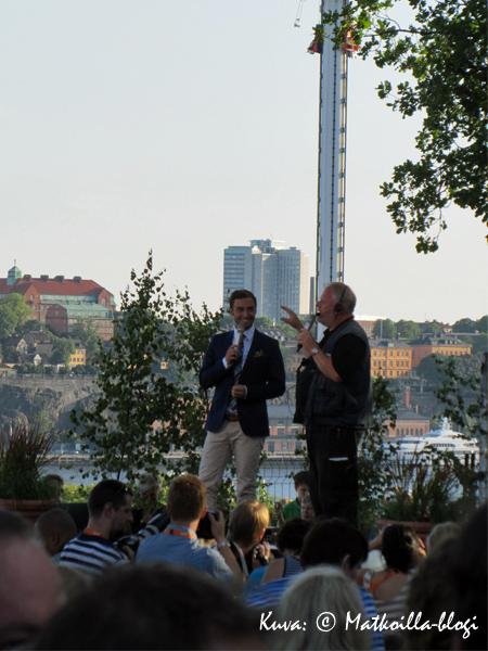 Viimehetken ohjeet yleisölle ohjaajalta kesäkuussa 2011. Kuva: © Matkoilla-blogi
