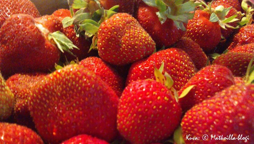 Heinäkuussa nautitaan kotimaisista mansikoista. Kuva: © Matkoilla-blogi.