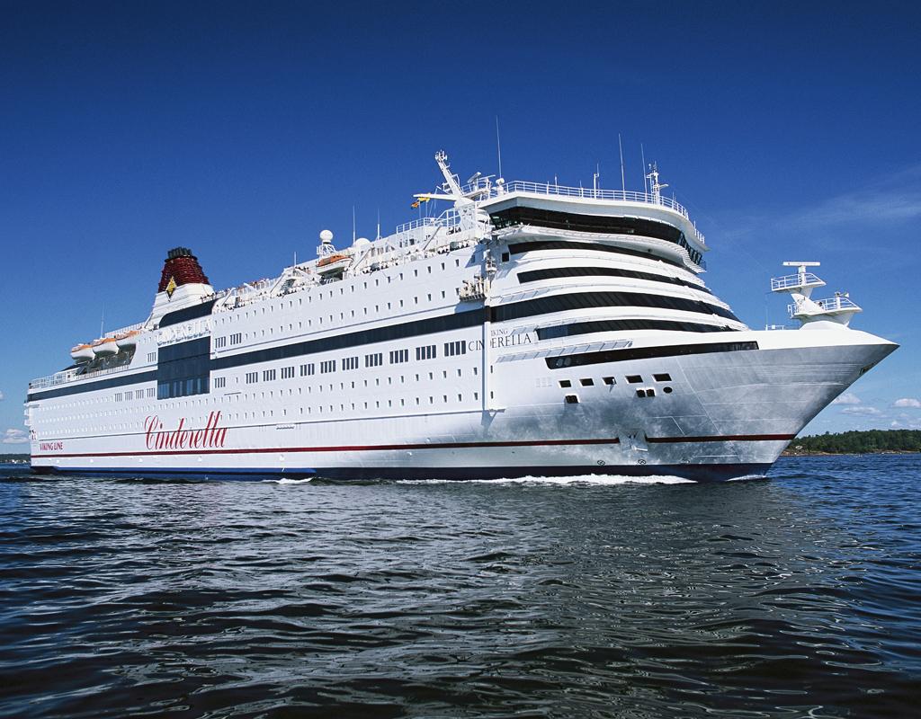 Viking Linen Cinderella vierailee joulukuussa Helsinki-Tallinna -reitillä. Kuva: © Viking Line