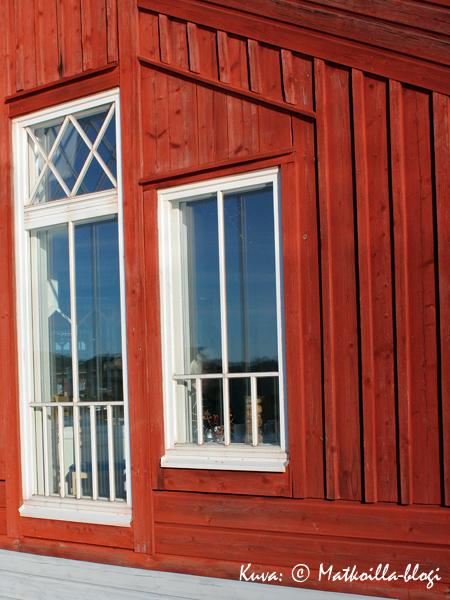 Perinteistä punaista väriä... . Kuva: © Matkoilla-blogi