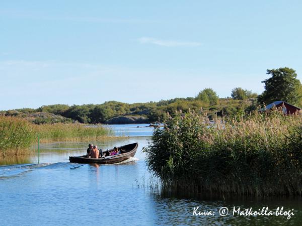 Veneilijät Karlbyn salmessa ovat ehkä menossa kauppan? Kuva: © Matkoilla-blogi