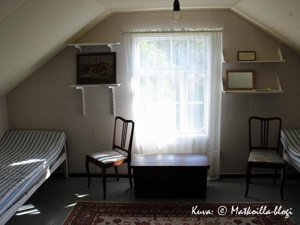 """Pappilan vinttikamari, jossa käytiin """"Jää""""-romaanissa pitkällinen öinen keskustelu. Kuva: © Matkoilla-blogi"""