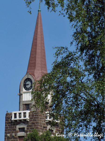 Raahen kirkon 52 metriä korkea torni. Kuva: © Matkoilla-blogi