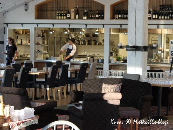 Avokeittiöön avautuu näkymä salin takaseinältä. Kuva: © Matkoilla-blogi