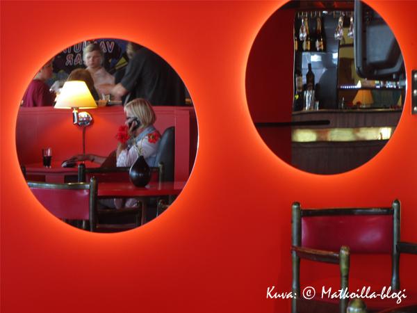 """70-luvun iiiihania väriyhdistelmiä Viru-hotellin """"Valuuttabaarissa"""". Kuva: © Matkoilla-blogi"""