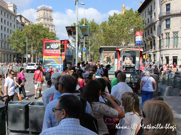 Bussipysäkillä on tunnelmaa... Kuva: © Matkoilla-blogi