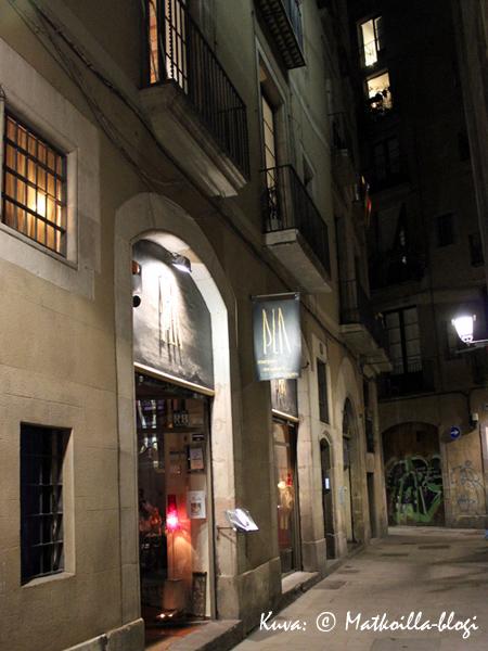 Ravintola El Pla sijaitsee rauhallisella sivukadulla Barri Goticissa, Barcelonassa. Kuva: © Matkoilla-blogi