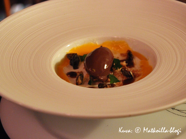…ja jälkiruoan yhdistelemä appelsiini ja suklaa kruunasivat aterian. Kuva: © Matkoilla-blogi