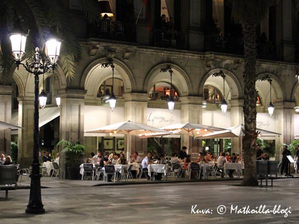 Barcelona_Placa_Reial_1_Kuva_c_Matkoilla_blogi