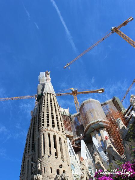 ... Sagrada Familian kanssa. Kuva: © Matkoilla-blogi
