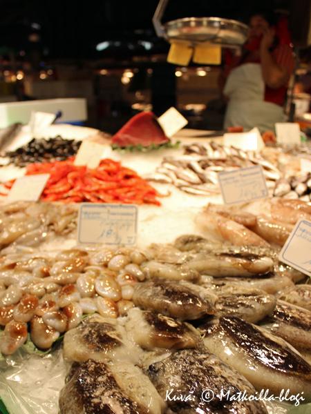 Kauppahallissa tiskit notkuivat kalaa... Kuva: © Matkoilla-blogi