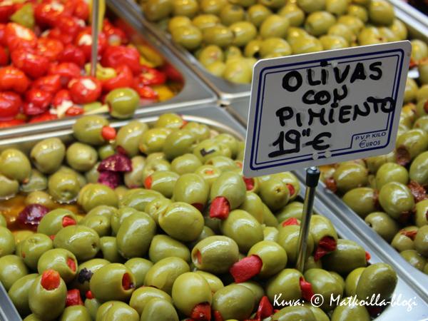 Oliiveja lähes missä tahansa versiossa. Kuva: © Matkoilla-blogi
