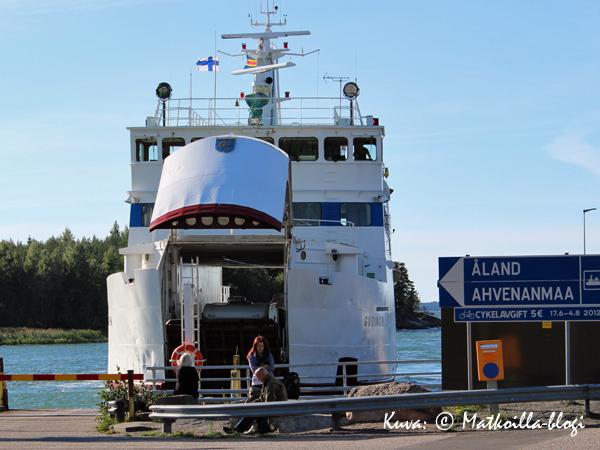 Reilun kahden tunnin matka Galtbystä Kökariin taitettiin m/s Gudingen-lautalla. Kuva: © Matkoilla-blogi