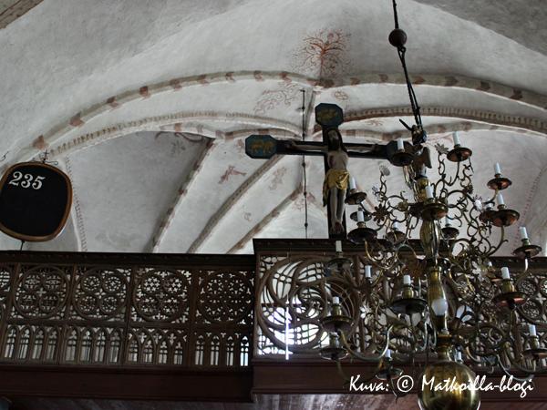 Kuorilehteri kuuluu Korppoon kirkon erikoisuuksiin. Kuva: © Matkoilla-blogi