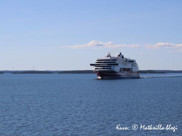 """...ja seuraavana toinen """"tuttu"""", Viking Grace. Kuva: © Matkoilla-blogi"""