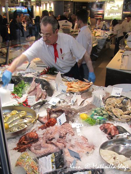 Viktualienmarktin kalatiskejä... Kuva: © Matkoilla-blogi