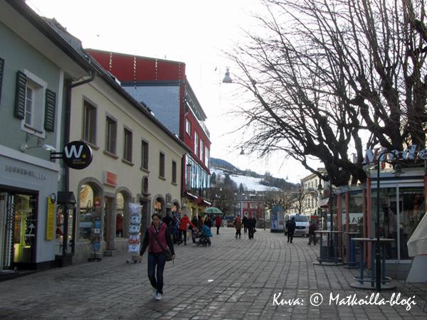 Hauptplatz muodostaa kävelykadun Schladmingin keskustassa. Kuva: © Matkoilla-blogi