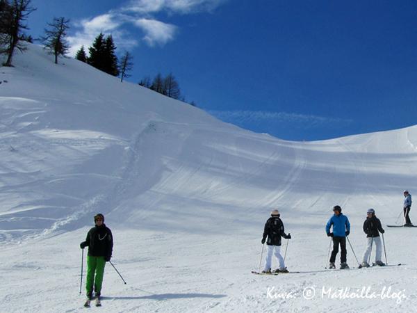 Zauchenseen alue tarjoaa niin leveitä rinnenautintoja kuin kauniita maisemia. Kuva: © Matkoilla-blogi