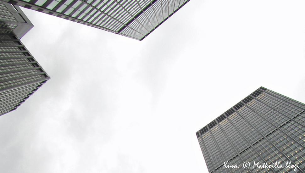 New Yorkin pilvenpiirtäjiä kurottelemassa kohti taivasta. Kuva: © Matkoilla-blogi