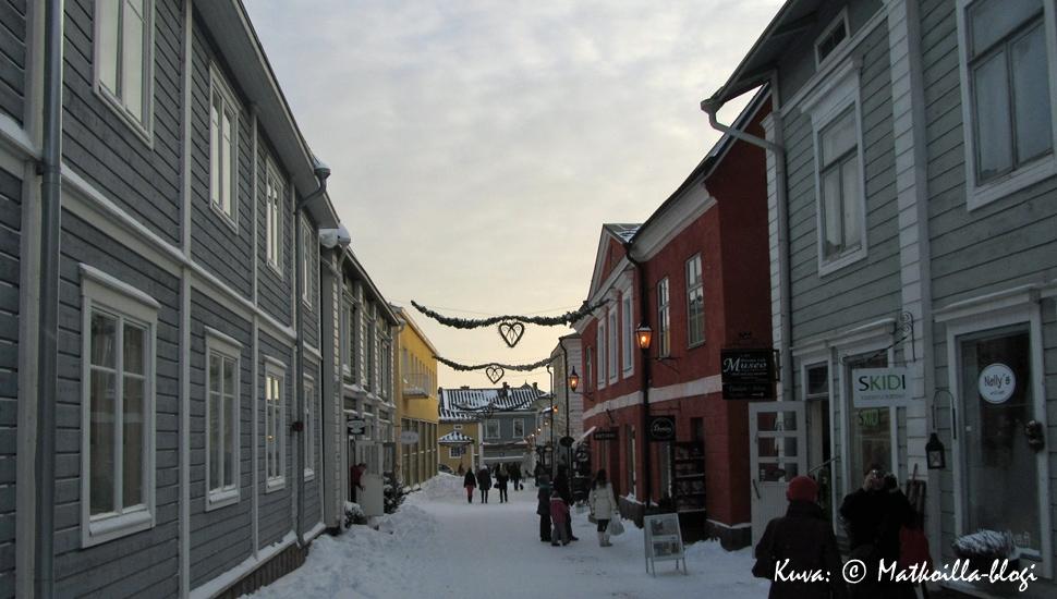 Kuukauden kuva, joulukuu 2013: Porvoon joulu Jokikadulla. Kuva: © Matkoilla-blogi