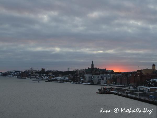 Keskiviikon kuva: Kevättalvisen aamun auringonnousu Tukholmassa. Kuva: © Matkoilla-blogi