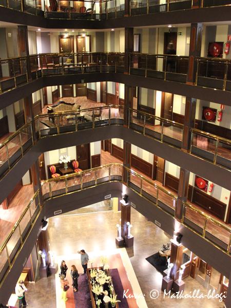 Ruotsinlaiva? Ei, vaan Androrran hotellimme. Kuva: © Matkoilla-blogi
