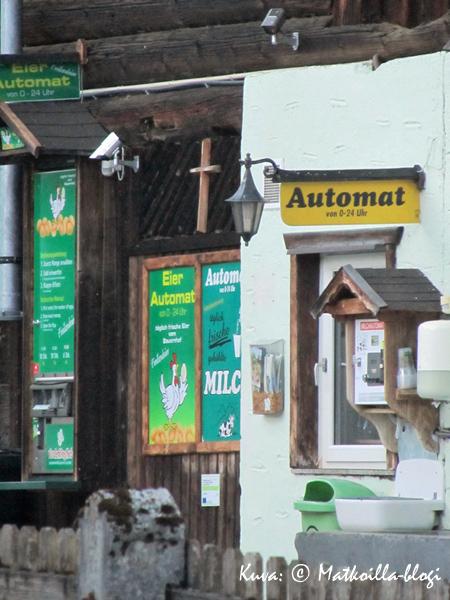 Rahat automaattin ja maito pulloon. Kuva: © Matkoilla-blogi