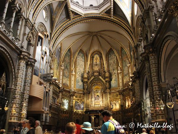 Montserrat_kirkko_1_Kuva_c_Matkoilla_blogi