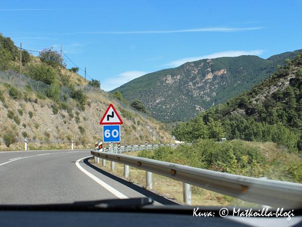 Pyreneillä mutkia tulee takuuvarmasti matkaan.. Kuva: © Matkoilla-blogi