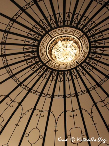 Pääportaikon kattokupoli. Kuva: © Matkoilla-blogi