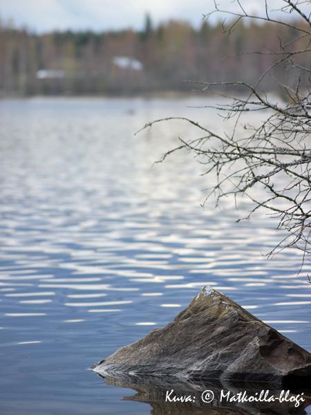 Keskiviikon kuva: Keväinen järvimaisema. Kuva: © Matkoilla-blogi