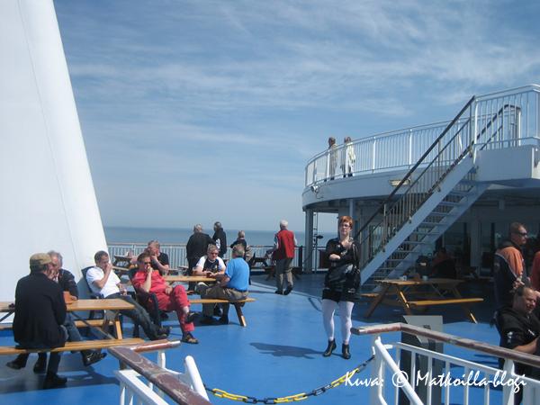 Aurinkoinen iltapäivä Itämerelllä MS Nordlinkin aurinkokannella. Kuva: © Matkoilla-blogi