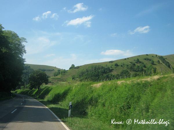 Jatkoimme matkaa Freiburgista pienempää tietä pitkin Kaiserstuhlin alueen halki. Kuva: © Matkoilla-blogi