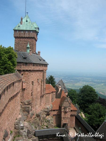 Linnasta on esteetön näkyvyys itään, Rheinjoelle saakka. Kuva: © Matkoilla-blogi